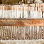 17931331-vieux-m-tier--tisser-en-bois-faite-de-tissu-rendant--la-purisima-californie-mission